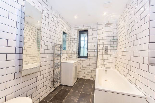 Thumbnail Flat for sale in Lascotts Road, Wood Green
