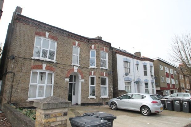 Studio to rent in Burnt Ash Hill, London