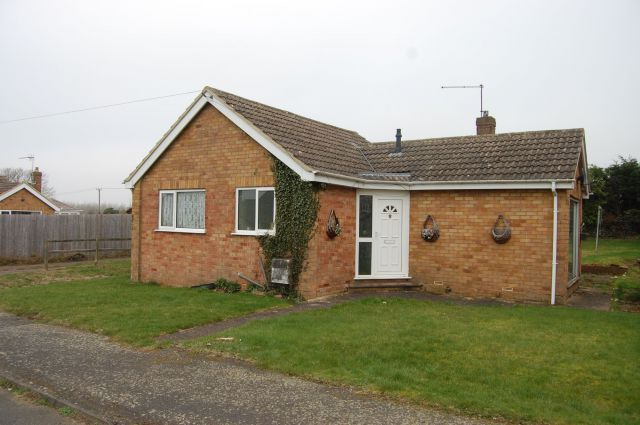 3 bed detached bungalow for sale in Berryfield, Long Buckby, Northampton NN6