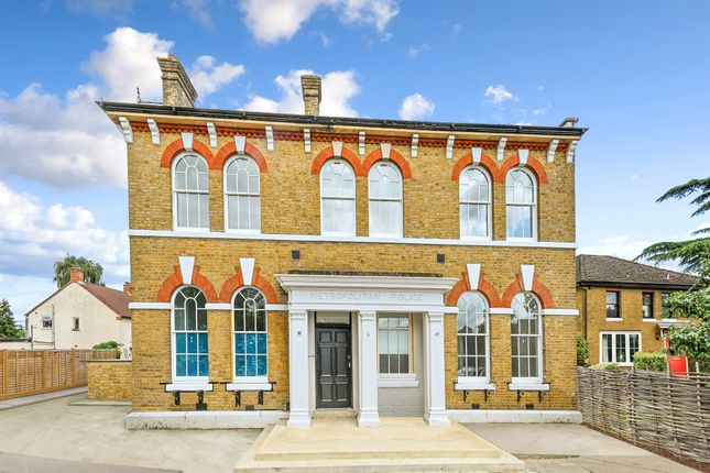 2 bed flat for sale in Staines Road East, Sunbury-On-Thames TW16
