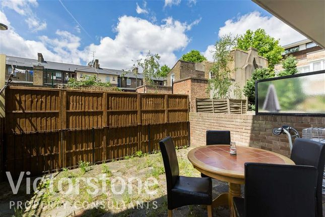 3 bed flat to rent in Clark Street, Whitechapel, London