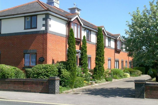 1 bed flat to rent in Coach House Court, Reading Road, Pangbourne, Reading RG8