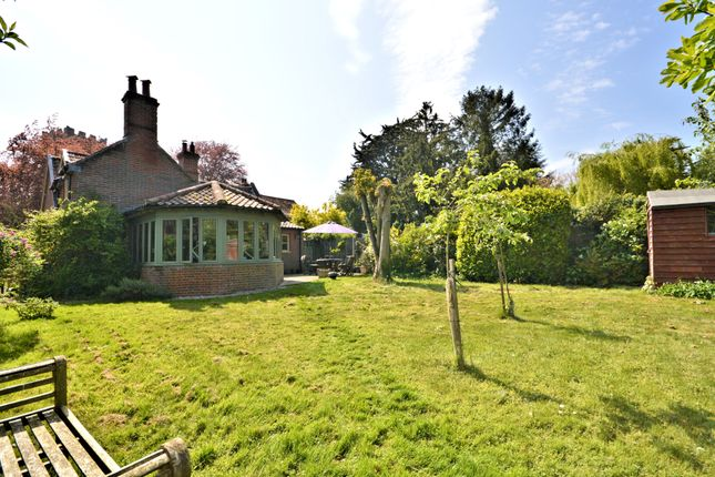 Thumbnail Cottage for sale in Dereham Road, Garvestone, Norwich