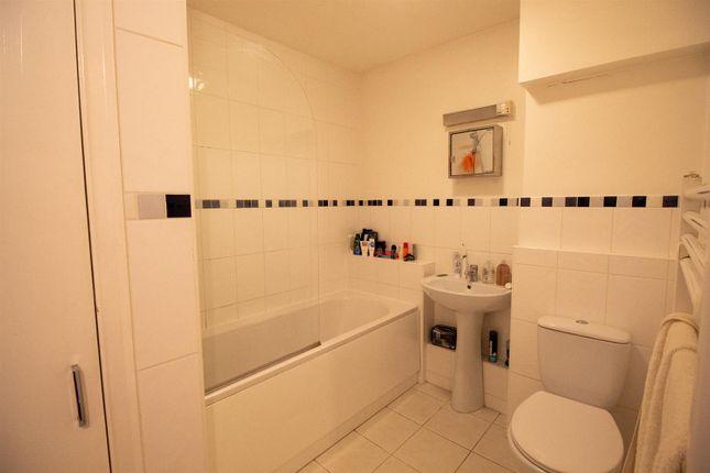 9 Clair Court - Bathroom