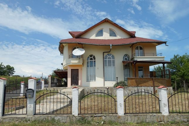 Thumbnail Terraced house for sale in Three-Storey House Near The Sea, Ravadinovo, Bulgaria