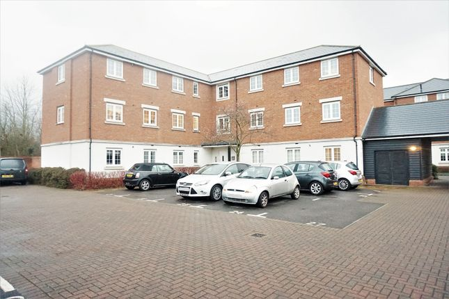 Thumbnail Flat for sale in Salisbury Close, Rayleigh