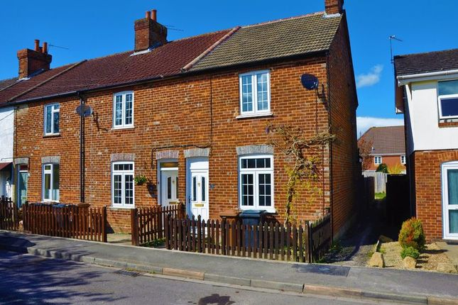 2 bed terraced house for sale in Albany Road, Andover