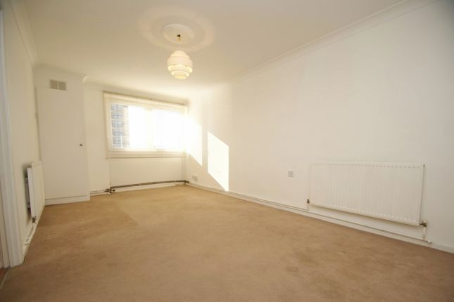 1 bed property to rent in Mountbatten House, Elvet Avenue, Gidea Park RM2