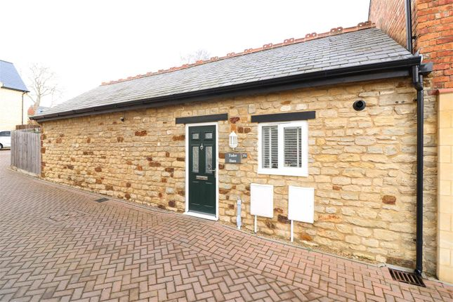 Thumbnail Barn conversion for sale in High Street, Finedon