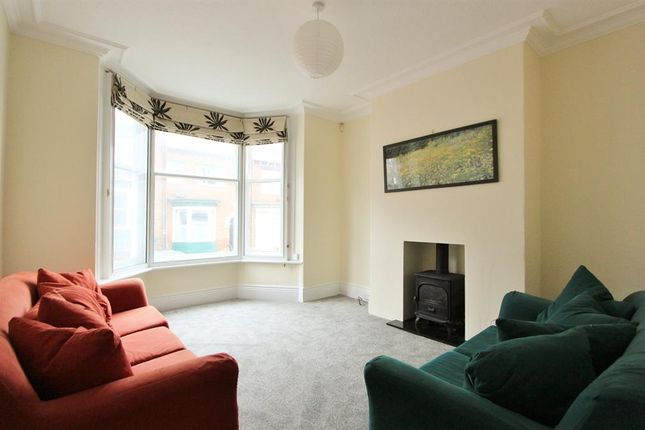 3 bed terraced house to rent in Hunter House Road, Sheffield