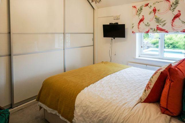 Bedroom One of School Road, Henley-In-Arden B95