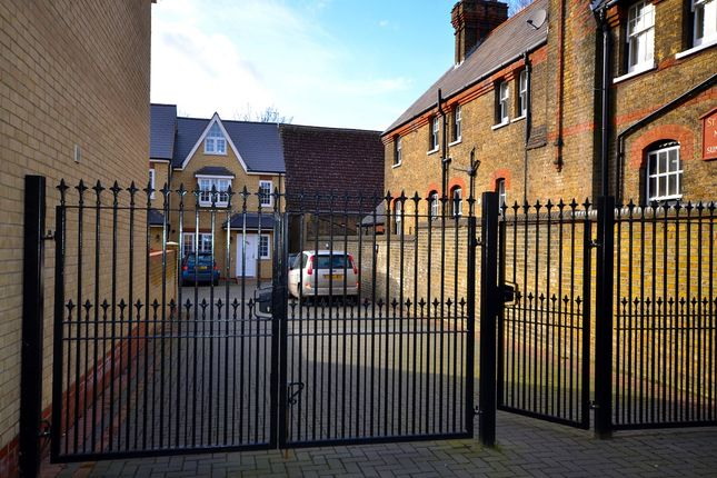 Thumbnail Semi-detached house to rent in Palmerston Road, London