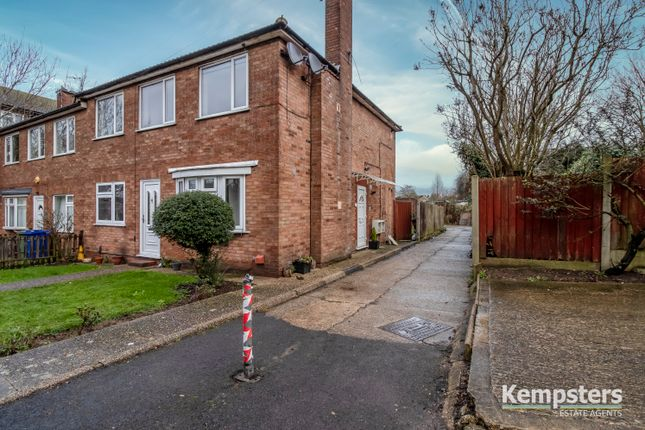 2 bed maisonette to rent in Nursery Road, Stanford Le Hope SS17