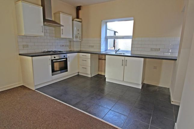 3 bed flat to rent in Barry Road, Barry, Vale Of Glamorgan CF63