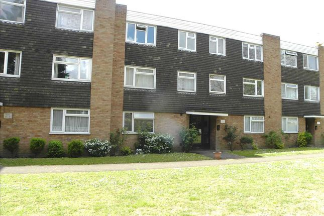 Main Picture of Hill Rise, Langley, Slough SL3