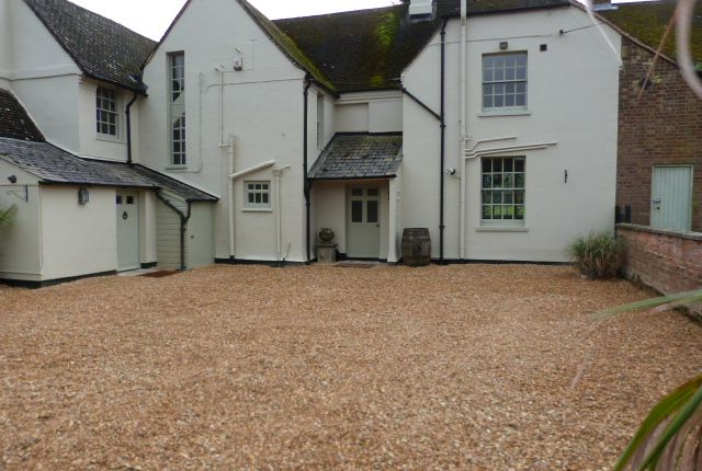 Thumbnail Farmhouse to rent in Nr Woburn, Bedfordshire
