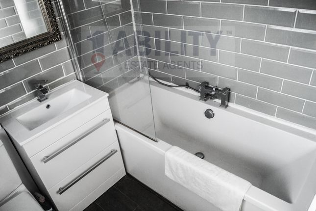 Thumbnail Flat to rent in Dickens Estate, London