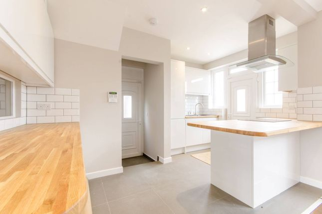 Thumbnail Property to rent in Woodville Road, Barnet