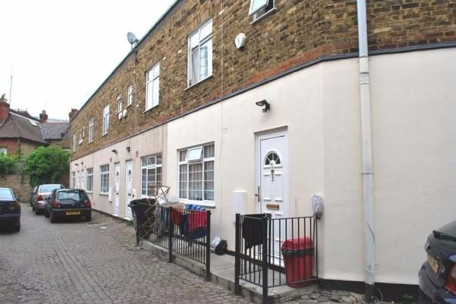 Thumbnail Flat for sale in Gladstone Mews, London