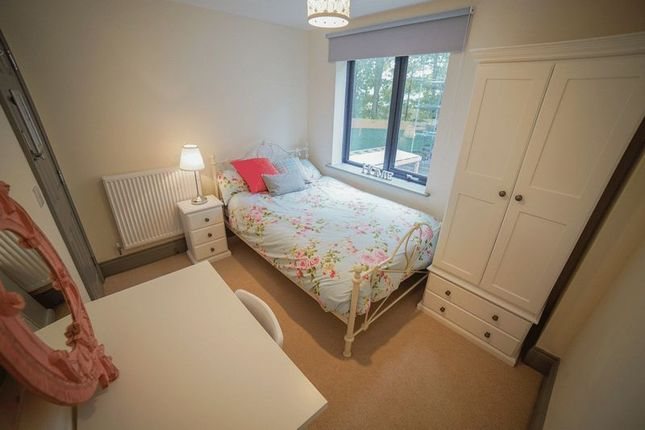 5 bed flat to rent in Mary Morris House, Shire Oak Road, Headingley, Leeds LS6