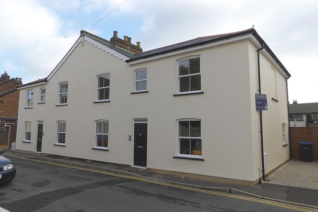 Thumbnail Flat to rent in Rusham Road, Egham