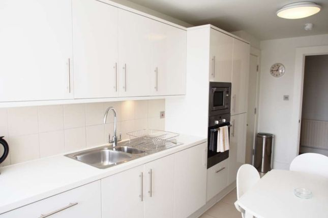 Thumbnail Flat to rent in High Street Kensington, Kensington