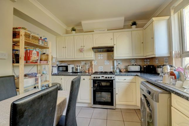 Kitchen of Woodhouse Road, London N12