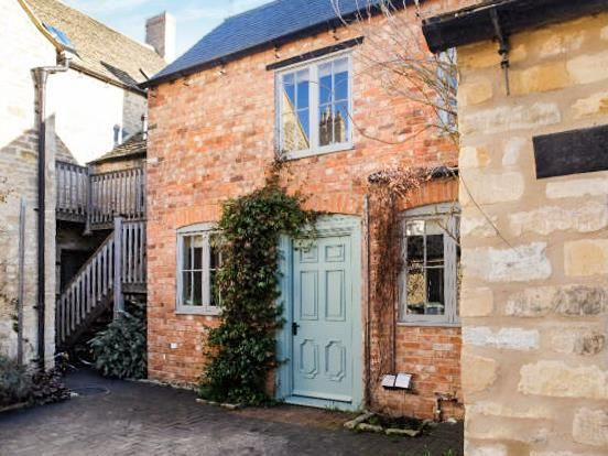 Thumbnail Cottage to rent in Turners Yard, West Street, Oundle, Peterborough