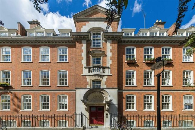 Thumbnail Flat for sale in Broad Court, London