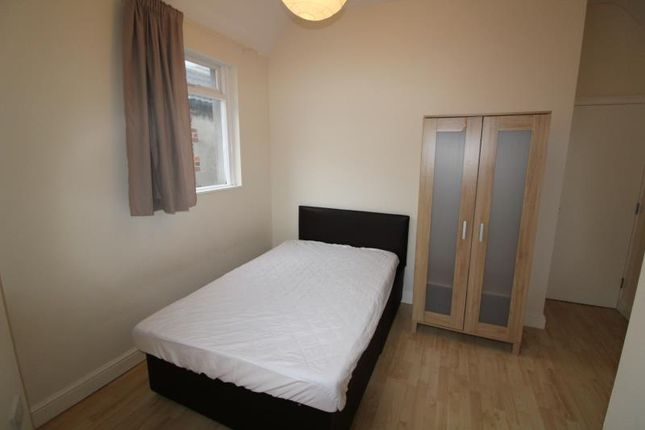 Thumbnail Shared accommodation to rent in Claude Place, Roath, Cardiff