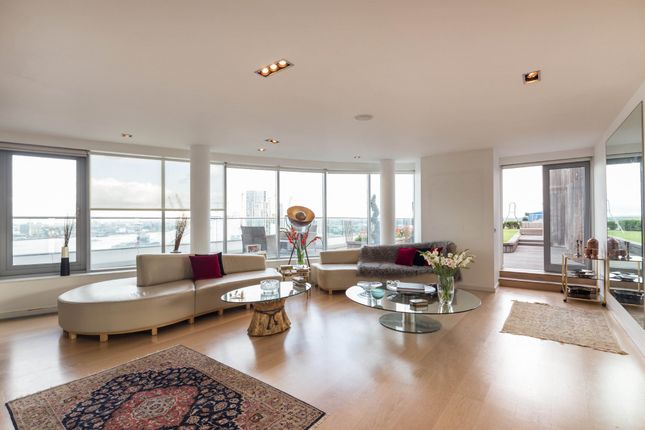 Thumbnail Flat to rent in New Providence Wharf, Blackwall