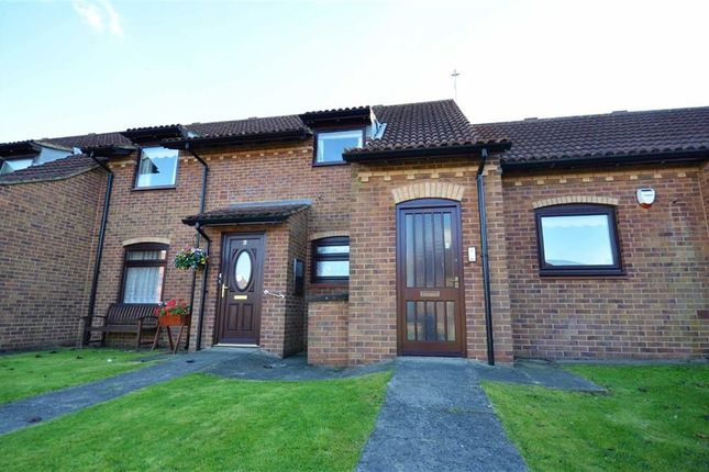 Thumbnail Flat for sale in Queens Court, Grimsby
