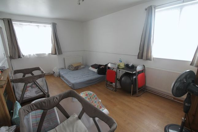 Thumbnail Flat to rent in Heather Lane, West Drayton