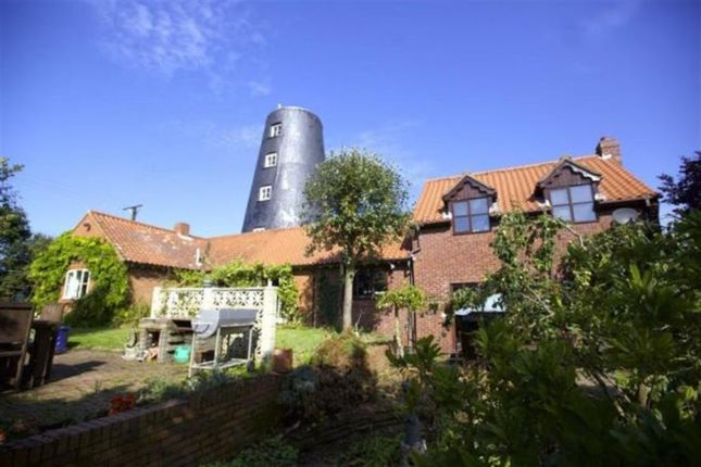 Thumbnail Detached house for sale in High Street, Blyton, Gainsborough