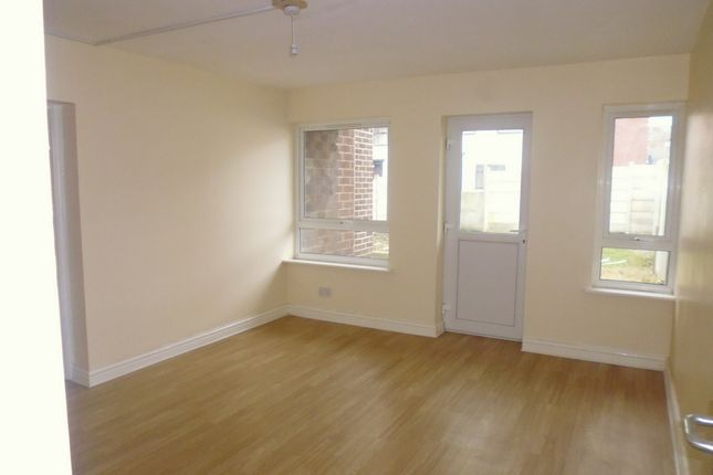Thumbnail Flat to rent in Alma Road, Rochdale