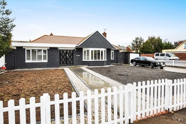 Thumbnail Bungalow for sale in Branksome Avenue, Stanford-Le-Hope