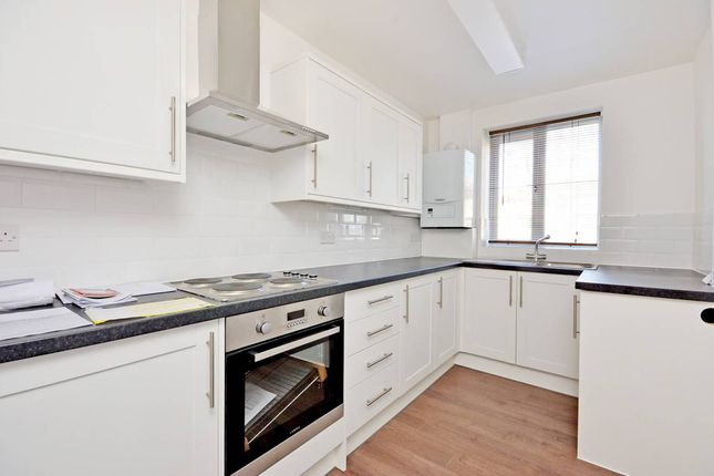 Thumbnail Flat to rent in Lowood Street, London
