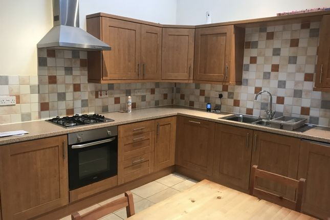 Thumbnail Flat to rent in High Street, Clydach, Swansea