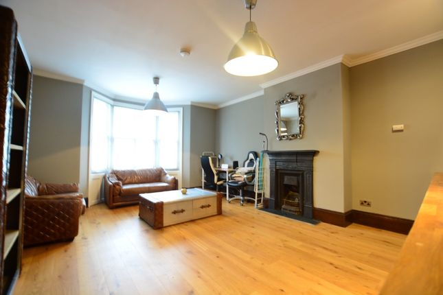 Thumbnail Flat to rent in Clarence Square, City Centre, Brighton