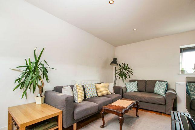 Reception Room of Mowll Street, Oval / Brixton SW9