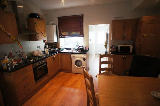 Thumbnail Flat to rent in Minny Street, Cathays, Cardiff.