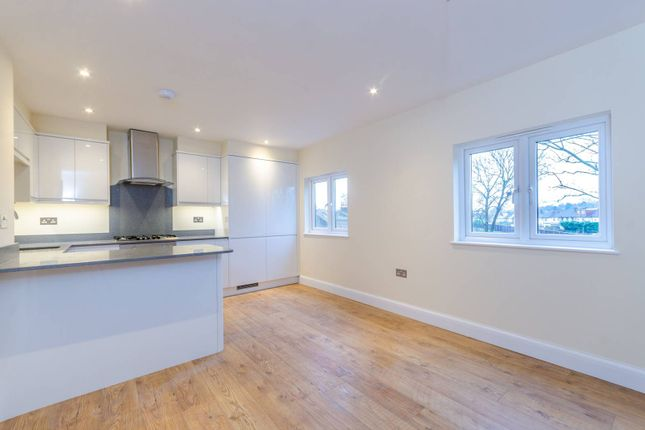 Thumbnail Flat for sale in Queensmead Road, Bromley