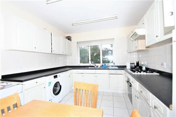 4 bed semi-detached house to rent in Wessex Gardens, London