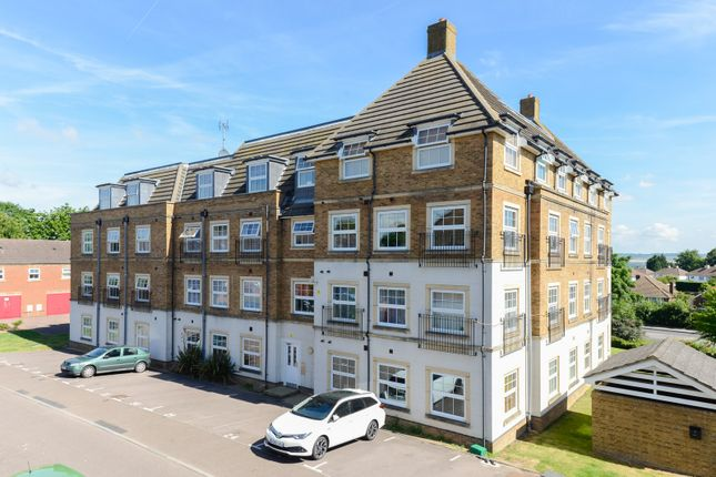 Flat to rent in Holmes Court, Maidstone