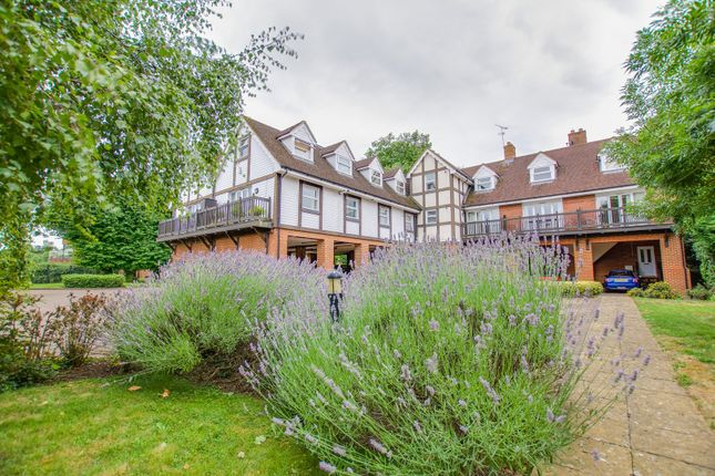 Thumbnail Flat for sale in Straight Road, Windsor