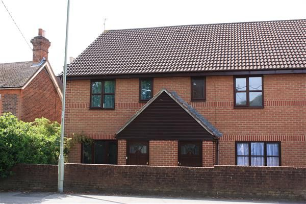 Flat for sale in Alexandra Court, Bordon