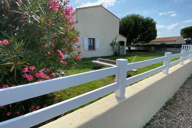 Thumbnail Villa for sale in Saint-Palais-Sur-Mer, Charente-Maritime, Nouvelle-Aquitaine