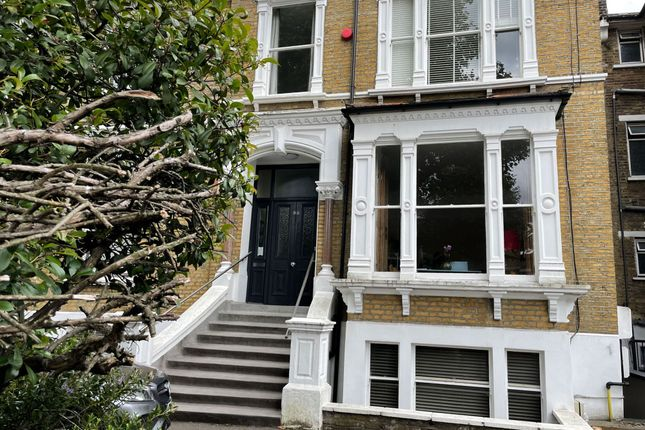 3 bed flat for sale in Cazenove Road, London N16