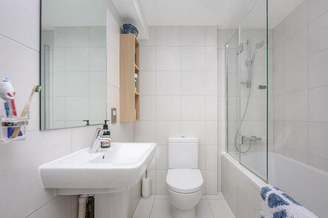 Bathroom of Tyne Street, London E1