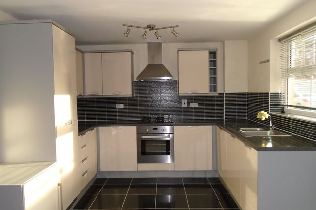 2 bed flat to rent in Gilsen Place, Muswell Hill